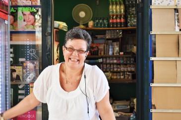 En blid dame i hennes lille kiosk på Bucuresti sentralstasjon!
