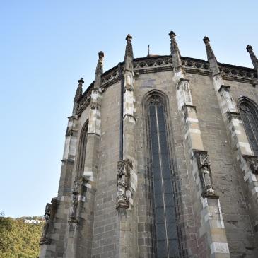 Den Sorte Kirke. Kirken er fra overgangen 13-1400-tallet. Den fikk navnet da det brant i kirken i 1689.