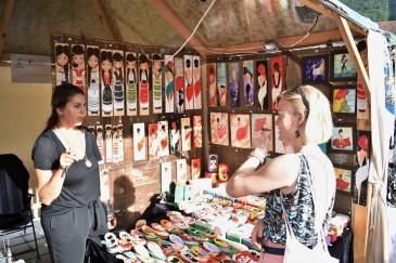 Handler hjemmelagde produkter på markedet.